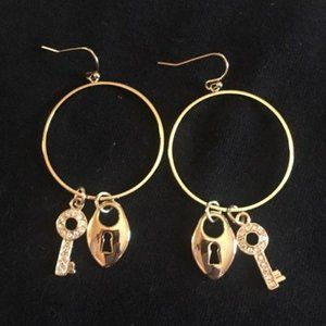 Hoop earrings with lock and key